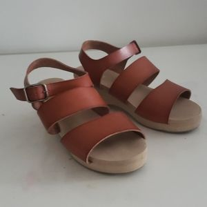 Girl's Old navy wedge sandals